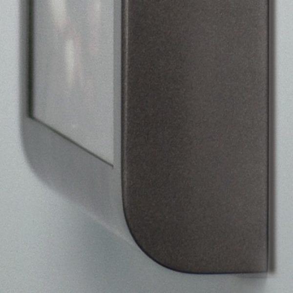 Curved - udendørs askebæger med A4 info -grå